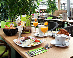 cafe restaurant bambusgarten wildau gro e kuchenauswahl leckere essen. Black Bedroom Furniture Sets. Home Design Ideas